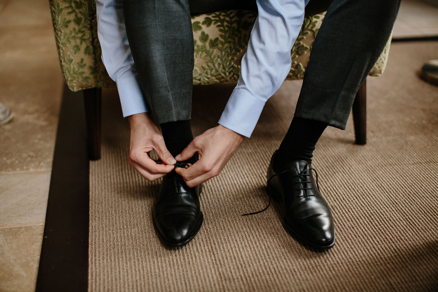 Groom tie shoes